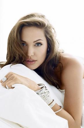 安吉丽娜·朱莉 ( Angelina Jolie)