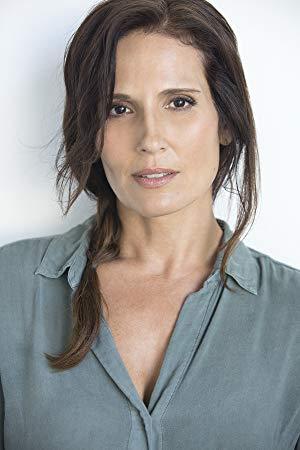 Lisa Roumain ( Lisa Roumain)