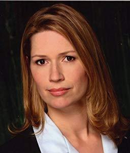 Joanna Bennett ( Joanna Bennett)