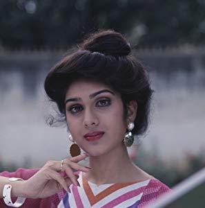 麦奈卡莎 ( Meenakshi Sheshadri)
